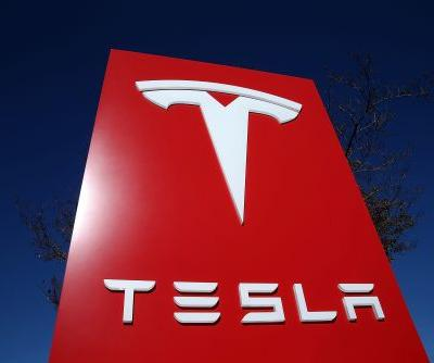 Tesla is about to unveil an all-electric semi truck