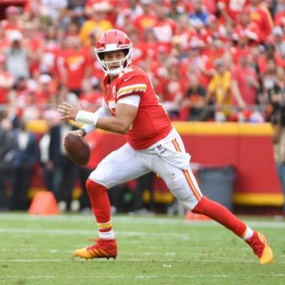 Opinion: Chiefs' Patrick Mahomes edges Ravens' Lamar Jackson in battle of unbeaten Next Gen QBs