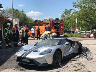 New Ford GT With Only 40 Miles Burns To A Crisp