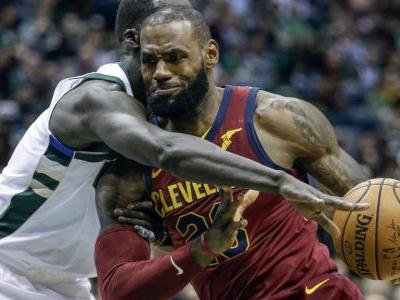James and Korver heat up from 3, Cavs beat Bucks
