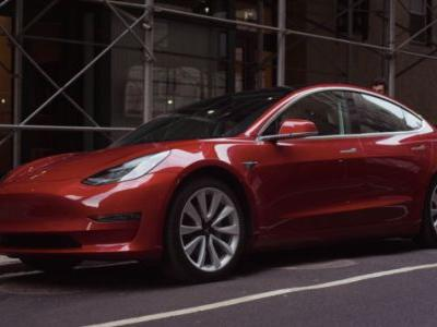 Tesla Posts $743 Million Loss As It Expects to Make Average of4,000 Model 3s Per Week