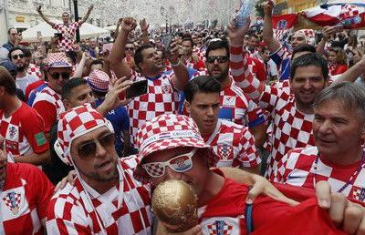 Croatia & France fans fill Moscow ahead of World Cup final