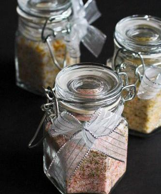 How to Make Flavored Salts + 5 Homemade Gift Ideas