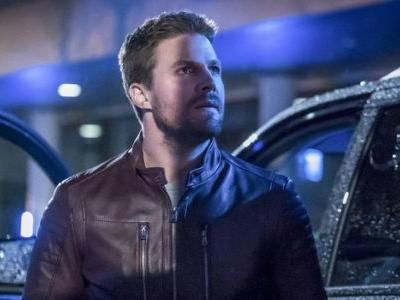 Arrow's Stephen Amell Celebrated Season 6 With A Supernatural Throwback