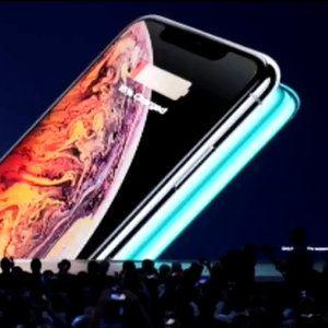 Huawei trolls Apple, says Mate 20 Pro can charge iPhones wirelessly