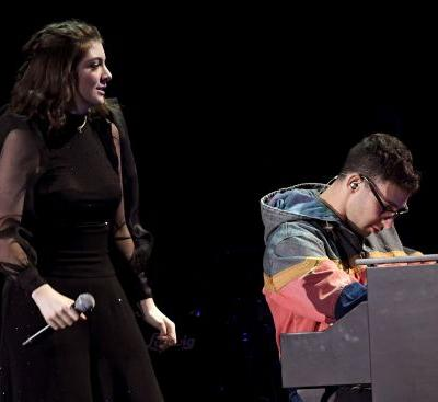 """Watch Lorde Cover St. Vincent's """"New York"""" With Jack Antonoff In Brooklyn"""