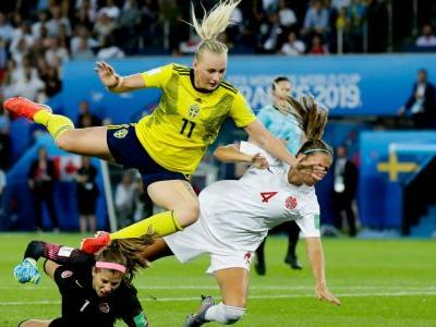 Sweden beat Canada, get QF match with Germany
