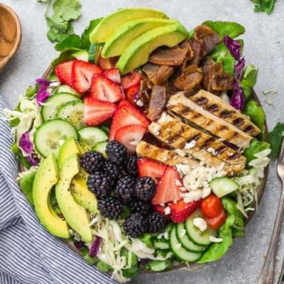 Summer Berry Grilled Chicken Salad