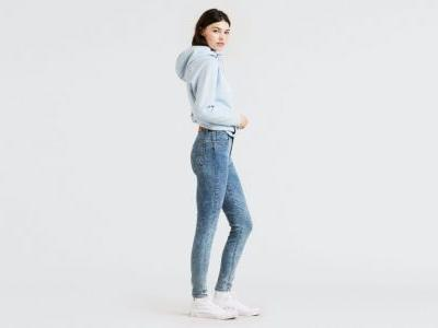 The Ultra-Flattering Jeans We're Living in This Fall