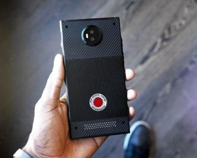 Red Hydrogen One Smartphone Headed To US Carriers This Summer