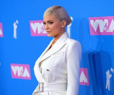 WTF? Kylie Jenner and Travis Scott Posed Separately on the VMAs Red Carpet