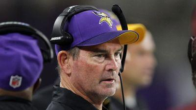 Vikings coach Mike Zimmer is having emergency eye surgery