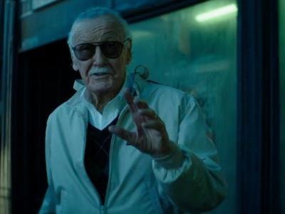 Marvel Fans Pay Tribute to Stan Lee At His Hollywood Walk of Fame Star