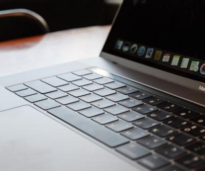 A few MacBook Pro owners are experiencing a troublesome 'Stage Light' effect