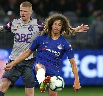 Chelsea teen Ampadu signs new contract