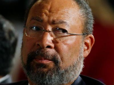Richard Parsons is resigning as interim chairman of CBS due to illness