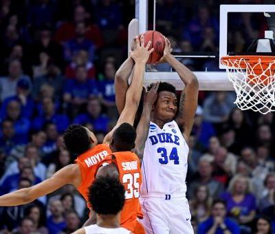 NCAA tournament: Duke finds way past Syracuse in tense Sweet 16 matchup of ACC rivals