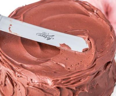 Perfect chocolate frosting: Classic Birthday Cake's Best Partner