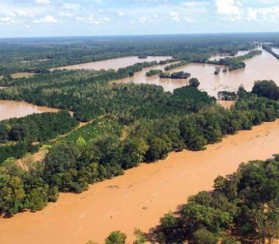 2 women in sheriff's van drown in rising Florence floodwaters