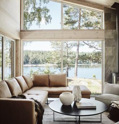 A SCANDINAVIAN CABIN WITH STUNNING LAKE VIEW