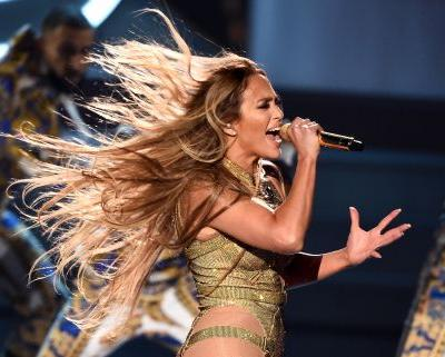 Watch Jennifer Lopez Perform & Accept The Video Vanguard Award At The 2018 VMAs