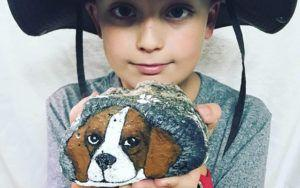 """Boy Sells Rocks To Care For Adopted Beagle With """"Broken Heart"""""""