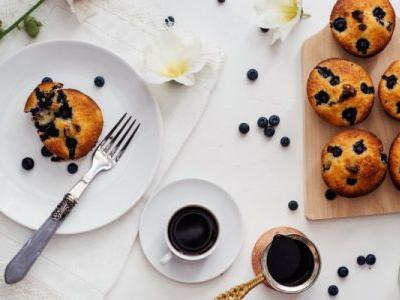 Make These Grain-Free Blueberry Streusel Muffins & Win Your Easter Brunch