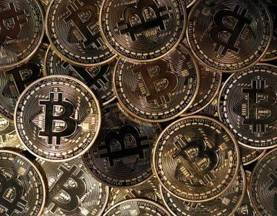 Bitcoin tanks as Facebook bans cryptocurrency adverts