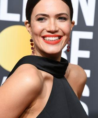 This Deep-Freeze Facial Was the Secret to Mandy Moore's Golden Globes Glow