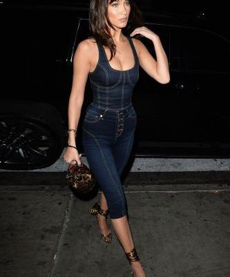 Bella Hadid's Jeans May Not Be a Trend Anymore, But Her Shoes and Bag Are