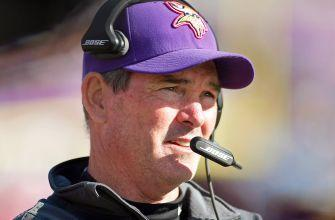 Vikings' Mike Zimmer has emergency eye surgery, might not coach vs. Cowboys
