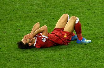 Emotional Mohamed Salah leaves Champions League Final due to shoulder injury