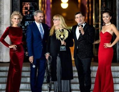 Metropolitan Fashion Week concludes with costume designer honors