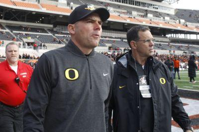Oregon fires football coach Mark Helfrich after disappointing season