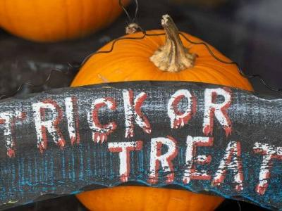 Pandemic Halloween trick-or-treat safety: Washing candy and other studies