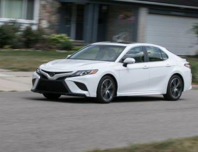 2018 Toyota Camry SE 2.5L Tested: The Sporty Camry!