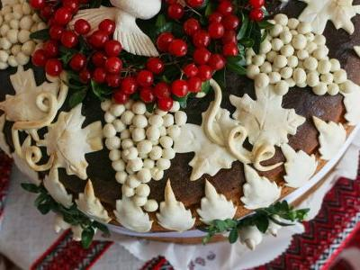 This Elaborate Ukrainian Bread Is the Wedding Dessert We Didn't Know We Wanted