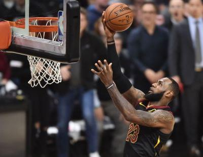 Unreal: LeBron James outscores Pacers by himself in first quarter of Game 2