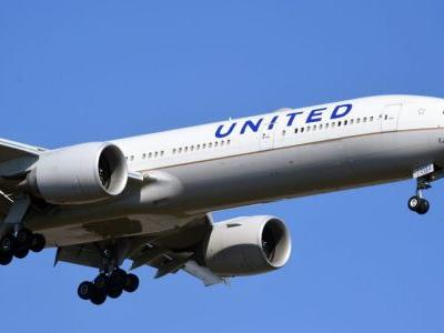 United Airlines Faces Criticism Over Plan to Train More Women and Minorities as Pilots