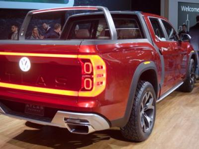 The Volkswagen Atlas Tanoak Has A Cool Feature That's Been In Sedans Forever