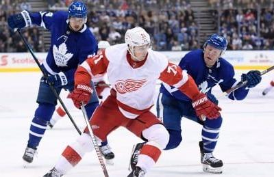 Red Wings recover from late Leafs' push to take OT victory