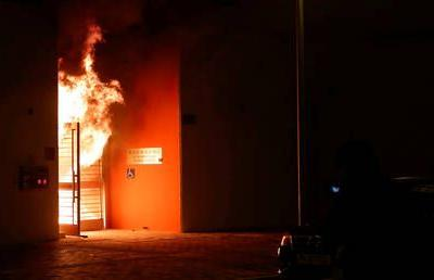 Cleansing by fire? Hong Kong protesters set QUARANTINE-slated building alight as locals reject any coronavirus patients near them