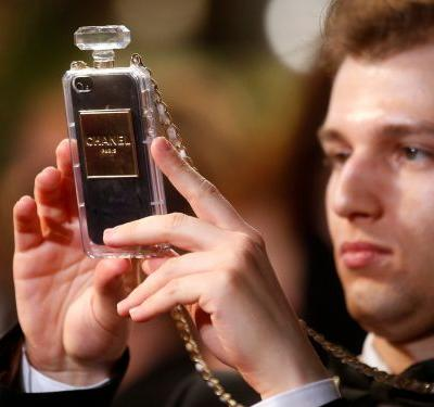 There's a bizarre new trend in men's fashion of wearing a smartphone around your neck, and luxury brands like Prada are already selling versions that cost hundreds of dollars