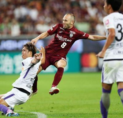 Andres Iniesta scores again in Japanese league