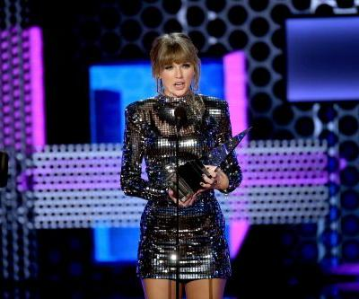 Taylor Swift Signs New Deal With Universal Music Group