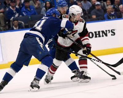 Lightning top Coyotes 4-1 to clinch Presidents' Trophy