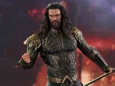 Check Out Sideshow's Awesome Aquaman Hot Toys Figure