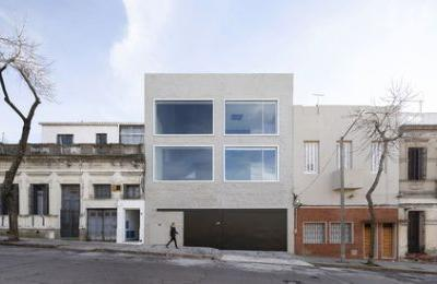 Isla de Flores St. offices / Pedro Livni