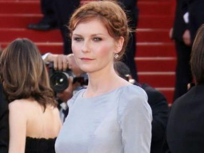 Great Outfits in Fashion History: That Time Kirsten Dunst Put a Bird on It