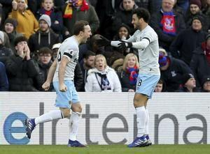 Zaha scores late to grab point for Palace vs West Ham